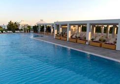 Baia Lara Hotel - ลาร่า - สระว่ายน้ำ