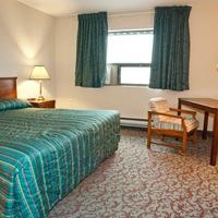 Howard Johnson Hamilton One Bed Guest Room