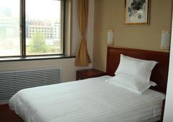 Greentree Inn Shandong Yantai South Avenue Business Hotel - Yantai - ห้องนอน