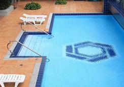 The Malayan Plaza - มะนิลา - สระว่ายน้ำ