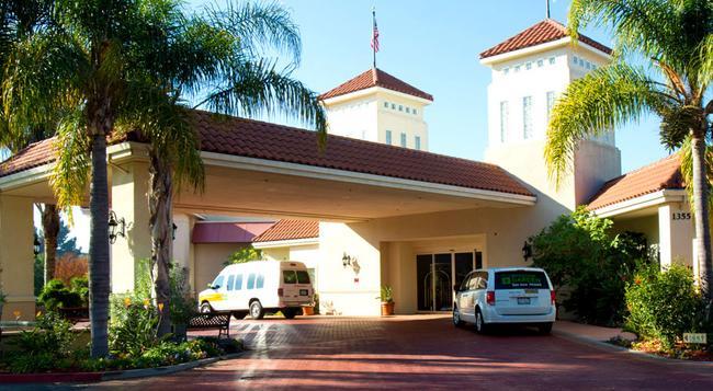 Wyndham Garden San Jose Airport - San Jose - Building