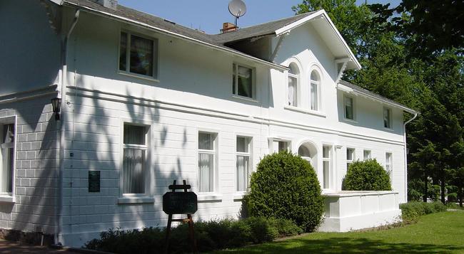 Hotel Weisses Schloss - Heringsdorf - Building