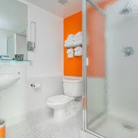 Hotel 140 Bathroom