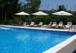 InOut Hostel Barcelona - บาร์เซโลน่า - สระว่ายน้ำ