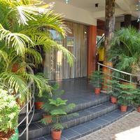 Sunshine Hotel & Hall Hotel Entrance