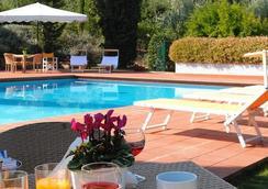 Poggio Del Golf Residence & Club - ฟลอเรนซ์ - สระว่ายน้ำ