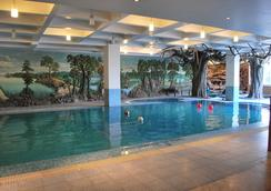 Hotel Millennium - กูวาฮาติ - สระว่ายน้ำ
