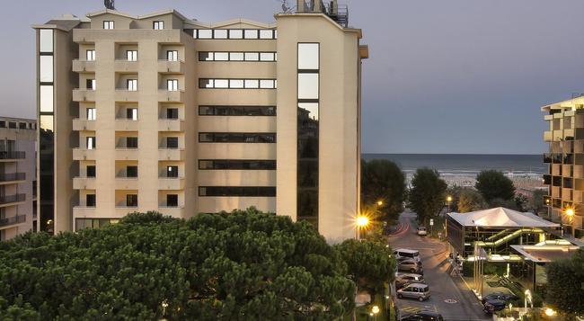 Hotel Sporting Rimini - Rimini - Building