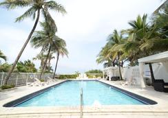 The Mimosa Hotel - ไมอามีบีช - สระว่ายน้ำ