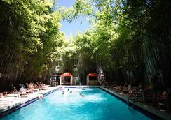 Catalina Hotel & Beach Club - ไมอามีบีช - สระว่ายน้ำ