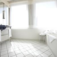 Steigenberger Hotel Sonne Steigenberger Hotel Sonne, Rostock, Germany - Junior Suite bathroom