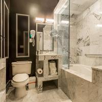 Franklin Guesthouse Bathroom