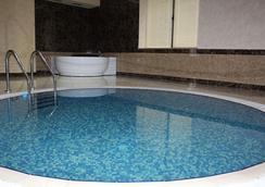 Avan Plaza - เยเรวาน - สระว่ายน้ำ