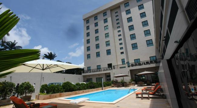 Star Land Hotel - Douala - Building