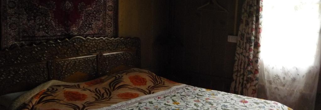House Boat Czara - Srinagar - Bedroom