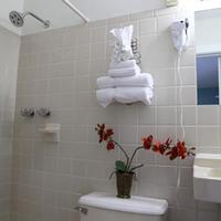 Seashell Motel & Key West Hostel Bathroom Sink