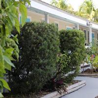 Seashell Motel & Key West Hostel Exterior