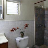 Seashell Motel & Key West Hostel Bathroom