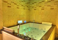 Six Seasons Hotel - ธากา - ห้องน้ำ