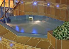 Hotel Madeira Centro - เบนิดอร์ - สระว่ายน้ำ