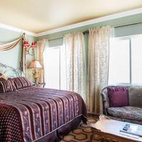 Nob Hill Hotel Guestroom