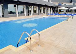 Port Europa - คัลพี - สระว่ายน้ำ