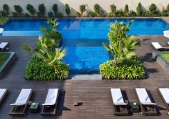 JW Marriott Hotel New Delhi Aerocity - นิวเดลี - สระว่ายน้ำ