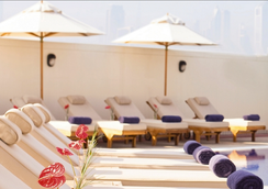 Movenpick Hotel & Apartments Bur Dubai - ดูไบ - สระว่ายน้ำ