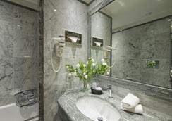Vibe Giolli Nazionale - โรม - ห้องน้ำ