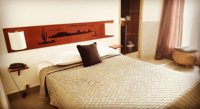 Celenya Hôtel - Toulon - Bedroom