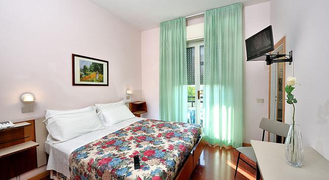 Hotel Miramare Et De La Ville - Rimini - Bedroom