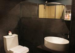 เดอะ อาทิส เฮาส์ - ป่าตอง - ห้องน้ำ