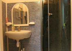 Matershka City Hostel - คราสโนยาสก์ - ห้องน้ำ