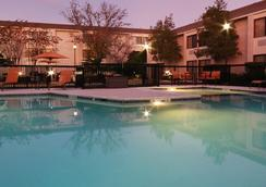 Courtyard by Marriott Houston I-10 West-Energy Corridor - ฮุสตัน - สระว่ายน้ำ
