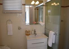 Adonai Hotel Boutique Bed & Breakfast - วิลเลียมสแตน - ห้องน้ำ