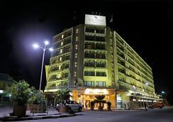 Hotel Memling - กินชาซา - วิวภายนอก