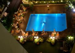 Hotel Memling - กินชาซา - สระว่ายน้ำ