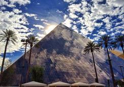 Luxor Hotel and Casino - ลาสเวกัส - อาคาร