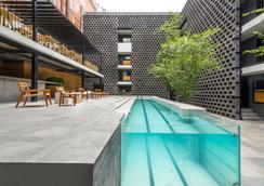 Hotel Carlota - เม็กซิโกซิตี้ - สระว่ายน้ำ