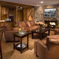 Molly Gibson Lodge Bar/Lounge