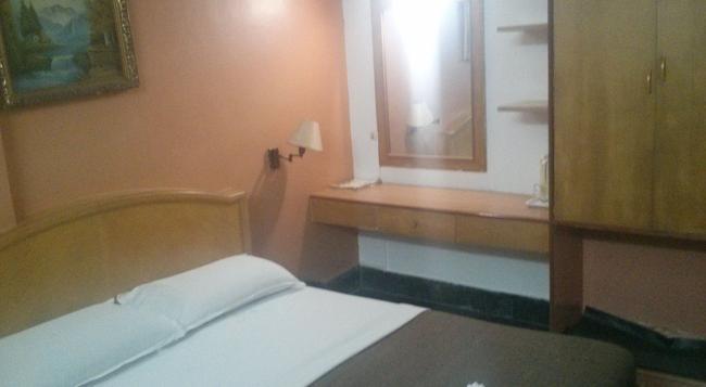 Hotel Raaj Bhaavan - Chennai - Bedroom