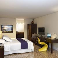 Avanti International Resort King Room