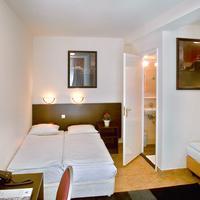 Hotel Alexander Guestroom