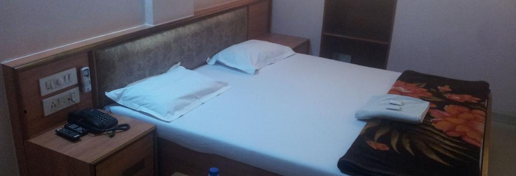 Hotel Sanmati - Ahmedabad - Bedroom