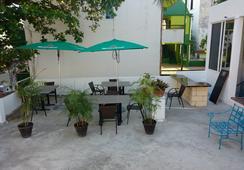 Loft 10 Hostel - พลาย่า เดล ตาร์เมน - ระเบียง