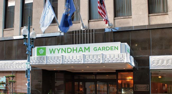 Wyndham Garden Hotel Baronne Plaza - New Orleans - Building