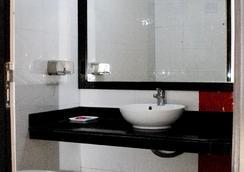 Hotel Universe Inn - นิวเดลี - ห้องนอน