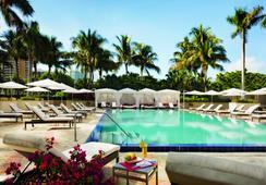 The Ritz-Carlton Coconut Grove Miami - ไมอามีบีช - สระว่ายน้ำ
