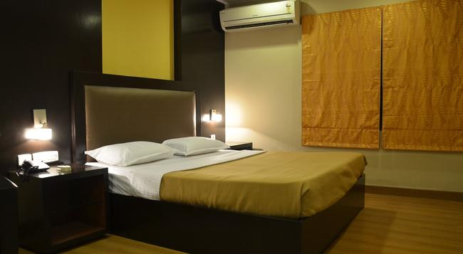 Santhome Inn - Chennai - Bedroom