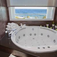 Helios Costa Tropical Jetted Tub